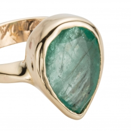 AGATHE Emerald Gold Ring detailed