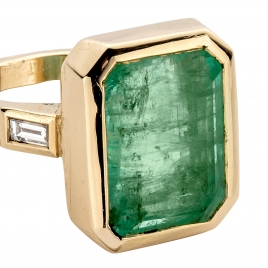 ANASTASIA Emerald & Diamond Gold Ring detailed