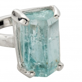 AURA Aquamarine Claw Ring detailed