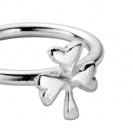 Silver Love Struck Baby Shamrock Ring detailed