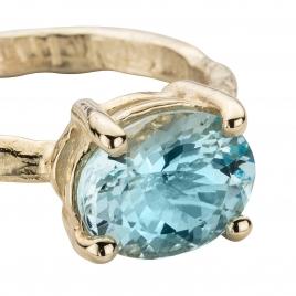 Gold Posh Aquamarine Claw Ring detailed