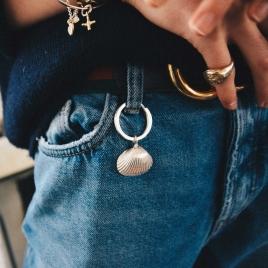 Maxi Shell Classic Key Ring detailed