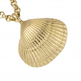 Gold Maxi Shell Necklace detailed
