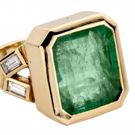 ORYN Gold Emerald & Diamond Split Shank Ring detailed