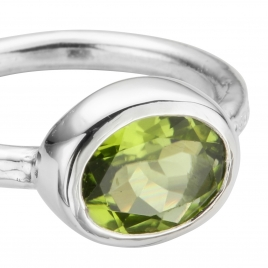 Silver Peridot Baby Treasure Ring detailed