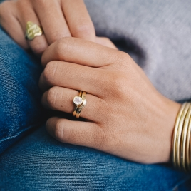 Gold Ladies Wave Band detailed