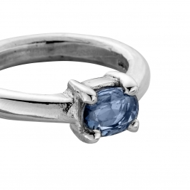 LANI Silver Oval Blue Sapphire Claw Ring detailed