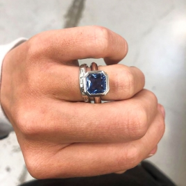 RUM White Gold Square Blue Sapphire Ring detailed