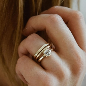 AMOR Gold Diamond Ring detailed