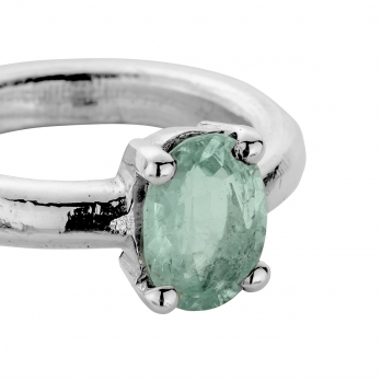 AINA OMA Silver Emerald Claw Ring detailed