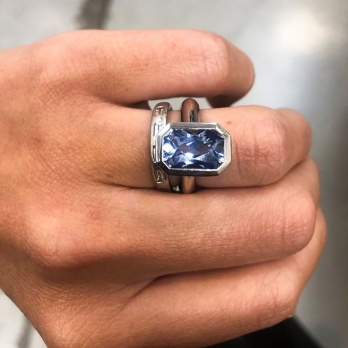 CANNA White Gold Blue Sapphire Ring detailed