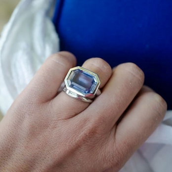 ISLE OF SKYE White Gold Blue Sapphire Ring detailed