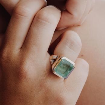 ORYN Gold Emerald & Diamond Split Shank Ring detailed