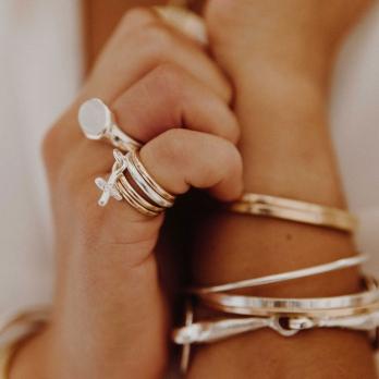 Silver Falling Mini Kiss Ring detailed