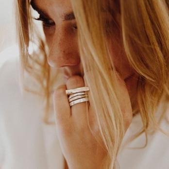 Ladies Silver Mini Posey Ring detailed