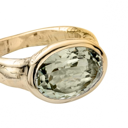 Gold Green Quartz Treasure Ring detailed