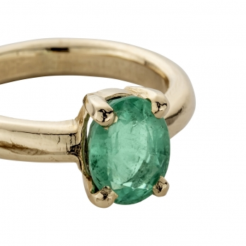 AIDA Gold Emerald Claw Ring detailed
