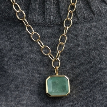 DRUCILLA Gold Emerald Necklace detailed