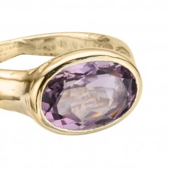 Gold Amethyst Treasure Ring detailed