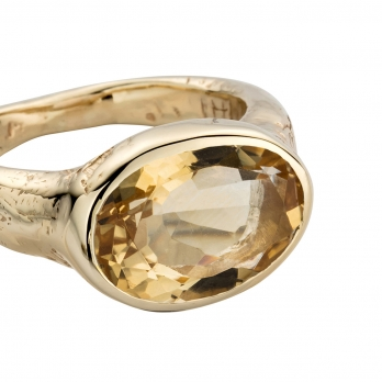 Gold Citrine Treasure Ring detailed