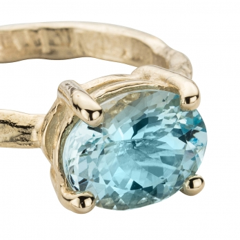 Gold Posh Aquamarine Claw Ring detailed