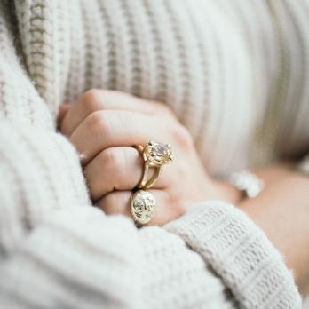 Gold Rose Quartz Maxi Claw Ring detailed