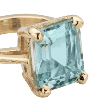 HEBE Aquamarine Gold Ring detailed