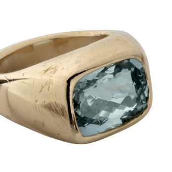 HILO Gold Aquamarine Ring detailed