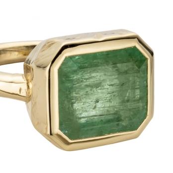 KOHALA Gold Emerald Ring detailed