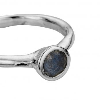 Silver Labradorite Baby Stone Ring detailed