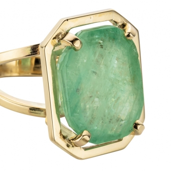 MAUNA KEA Gold Large Emerald Claw Ring detailed