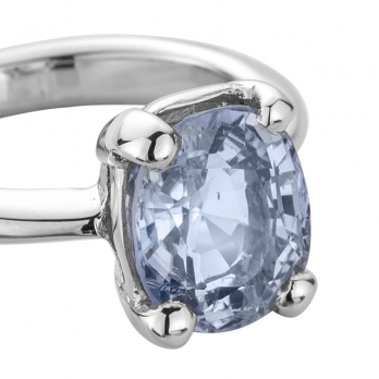 NALANI White Gold Blue Sapphire Ring detailed
