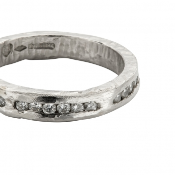 Platinum 18 Diamond Forever Band detailed