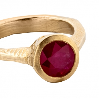RA Gold Ruby Ring detailed