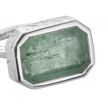 SIERRA Silver Emerald Ring detailed
