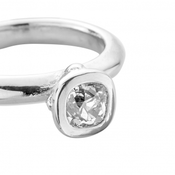 The Säntis Platinum Diamond Ring  detailed