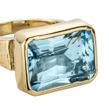 ULA Gold Blue Topaz Ring detailed