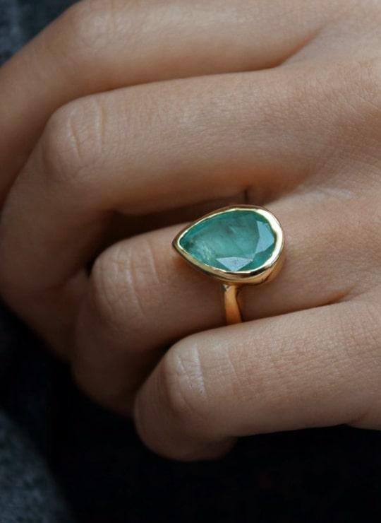 AGATHE Cinderella Gold & Emerald Ring
